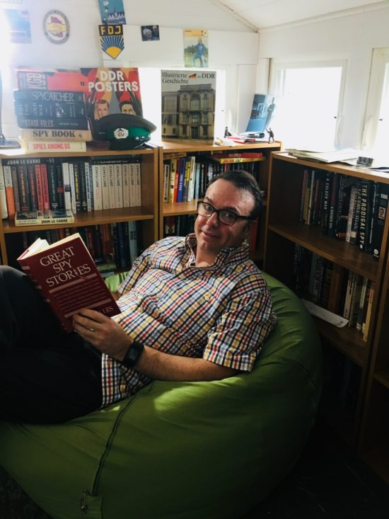 Spybrary is hosted by Shane Whaley who decided to set up the podcast because few of his friends are interested in talking about the spy books and spy movies he loves (and hates!)